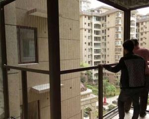 阳台隐形防护网